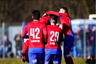 Spelarna firar efter Jere Uronens mål i första halvlek Foto: Ludvig Thunman