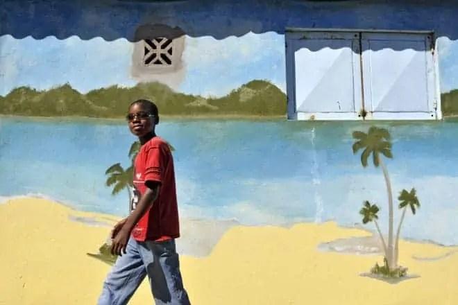 Mural na povoação do Bilene, 150 quilómetros a norte de Maputo