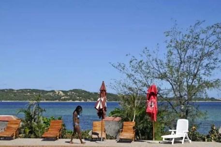 A lagoa Uembje vista da piscina do restaurante Aquarius, Bilene