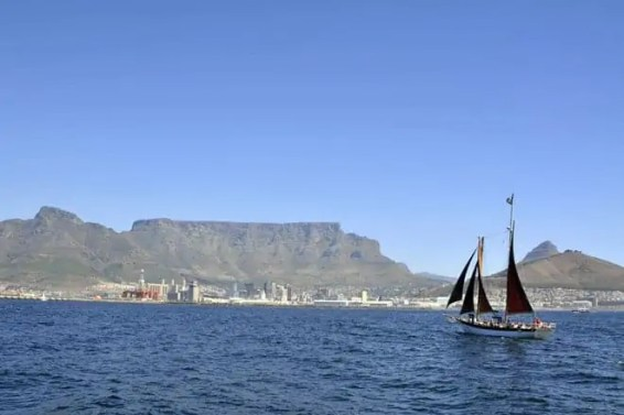 A cidade vista do mar, a caminho de Robben Island