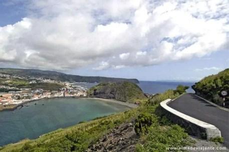 Perspetiva sobre a baía de Porto Pim e a cidade da Horta, a partir do monte da Guia