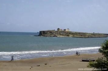 Vista do ilhéu de Santa Maria a partir da praia Gambôa
