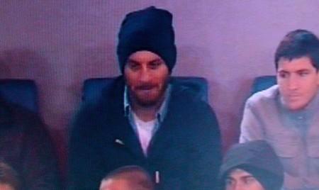 De Rossi in tribuna dopo l'infortunio in nazionale