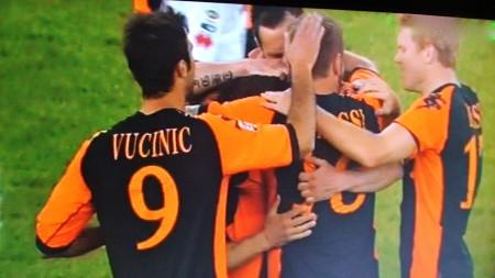 Totti festeggiato per aver raggiunto e superato Baggio