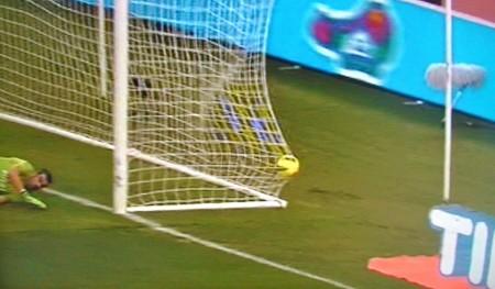 2-0 Totti di rigore ancora a sinistra di Sorrentino
