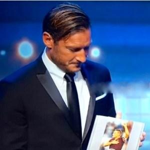 Totti riceve il prestigioso premio UEFA