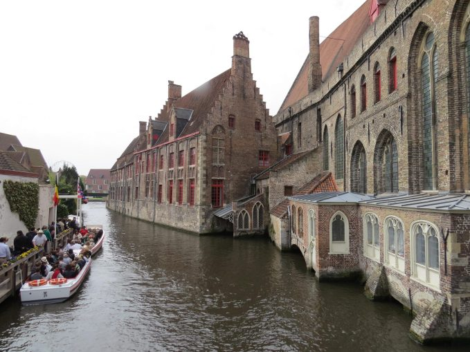 Passeio pelo canais de Bruges