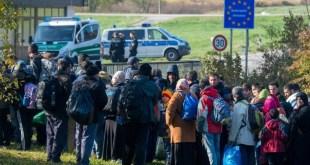 اللاجئون المغاربيون