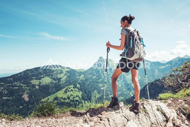 beneficios-bastones-senderismo-trekking