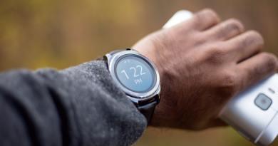 Smartwatch mostrando as horas.
