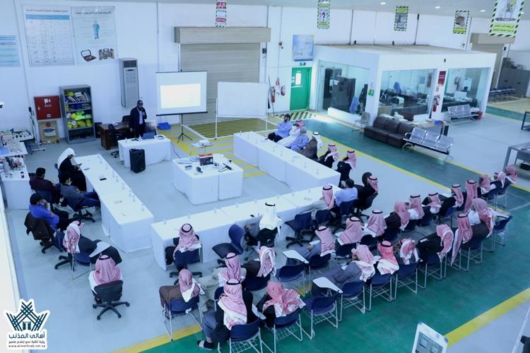 الكلية التقنية والمعهد الصناعي الثانوي بالمذنب يقيم دورة الطاقة المتجددة