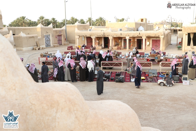(صور+فيديو) تغطية المزاد الشهري على القطع التراثية النادرة بسوق المجلس بمحافظة المذنب