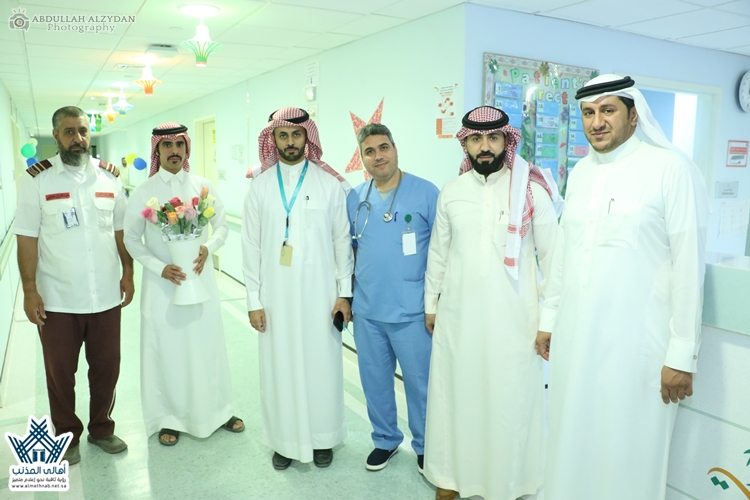 إدارة مساجد المذنب تعايد المرضى المنومين بمستشفى المذنب العام بمناسبة حلول عيد الفطر المبارك