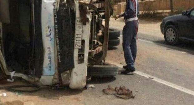 وفاة شخص و اصابة آخر بجروح خطيرة في انقلاب شاحنة للحليب قرب القصر الملكي بأكادير