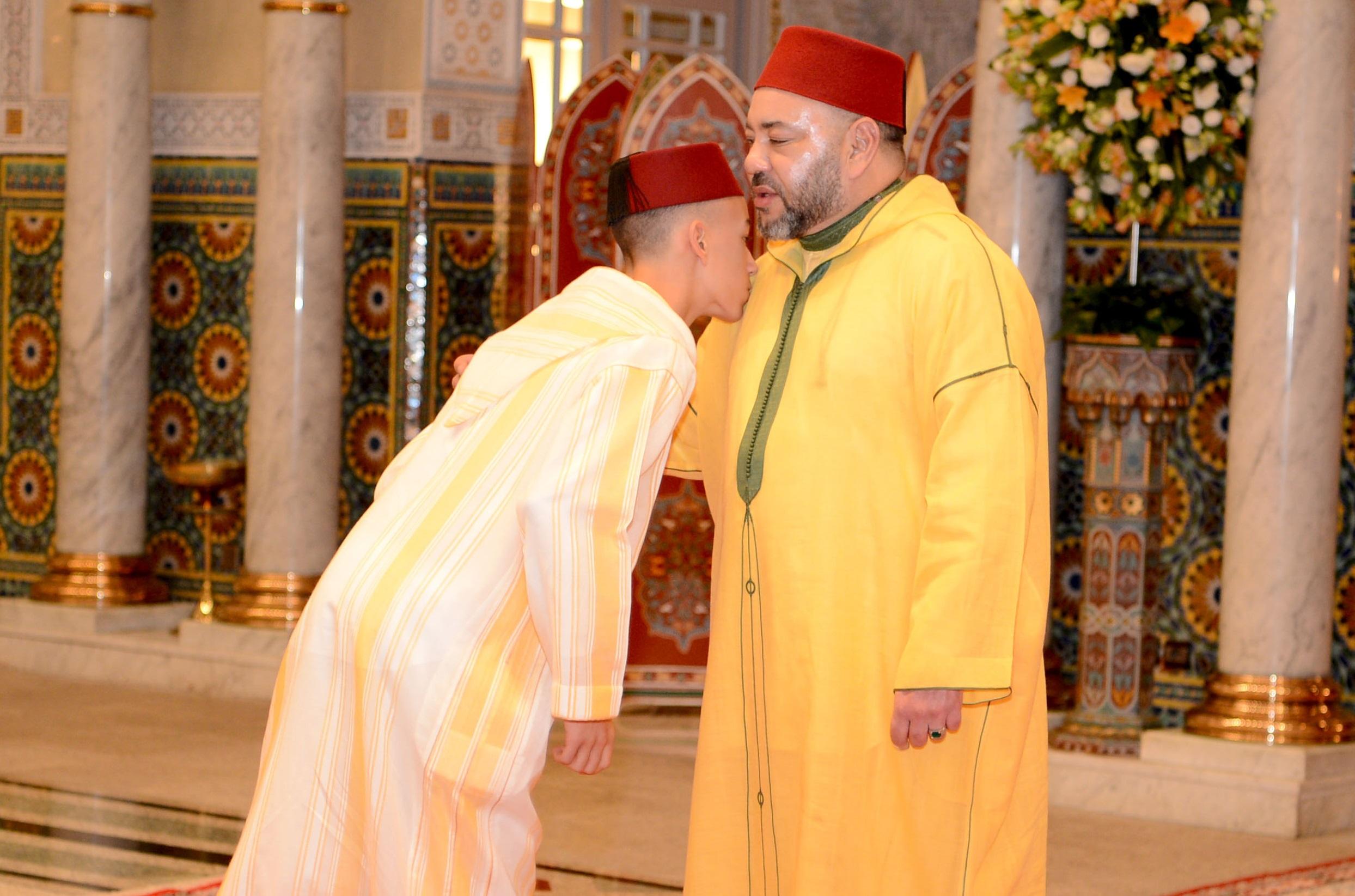 الملك محمد السادس يؤدي صلاة عيد الفطر  ويتقبل التهاني بهذه المناسبة السعيدة