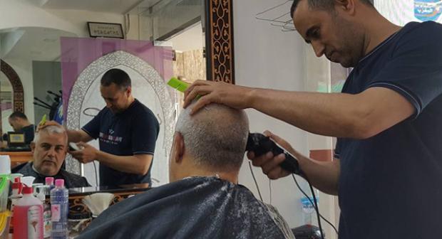 بالصور..مغاربة فايسبوك يتفاعلون مع صور بنكيران وهو عند الحلاق
