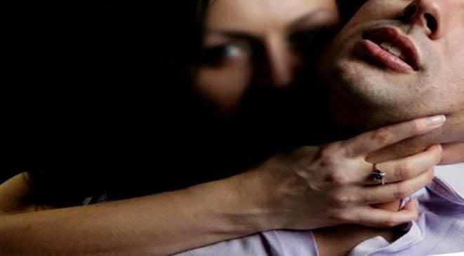 3 فتيات خطفن شابًّا واغتصبنه لعدة أيام