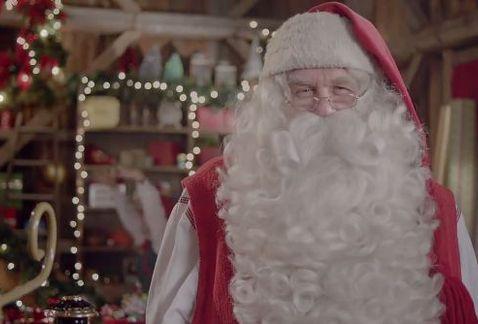 Desgarrador: niño enfermo muere en brazos de Santa Claus
