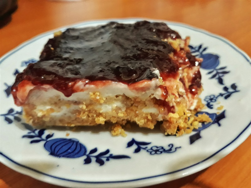 prăjitură rapidă cu biscuiți și iaurt