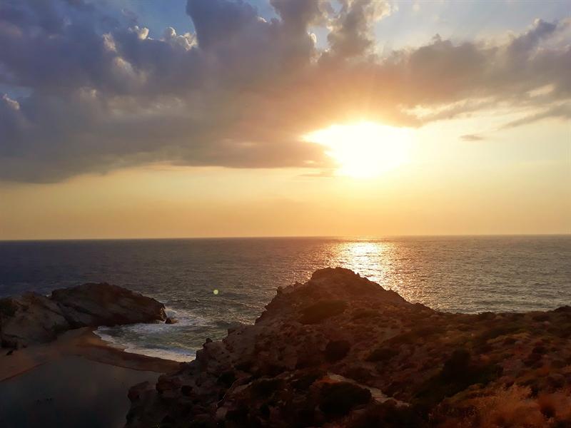 apus de soare pe plaja Nas Ikaria