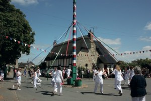 Maypole at Offenham by Colin Allen