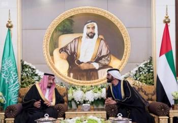 الملك يشرف مأدبة العشاء في الامارات0