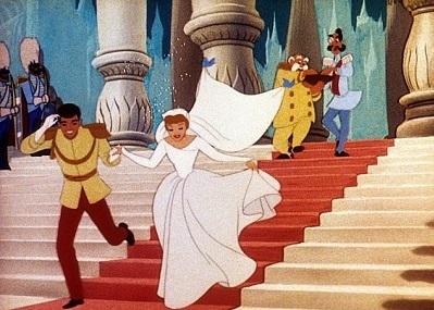 صور.. ديزني تكشف النقاب عن خط فساتين زفاف الأميرات