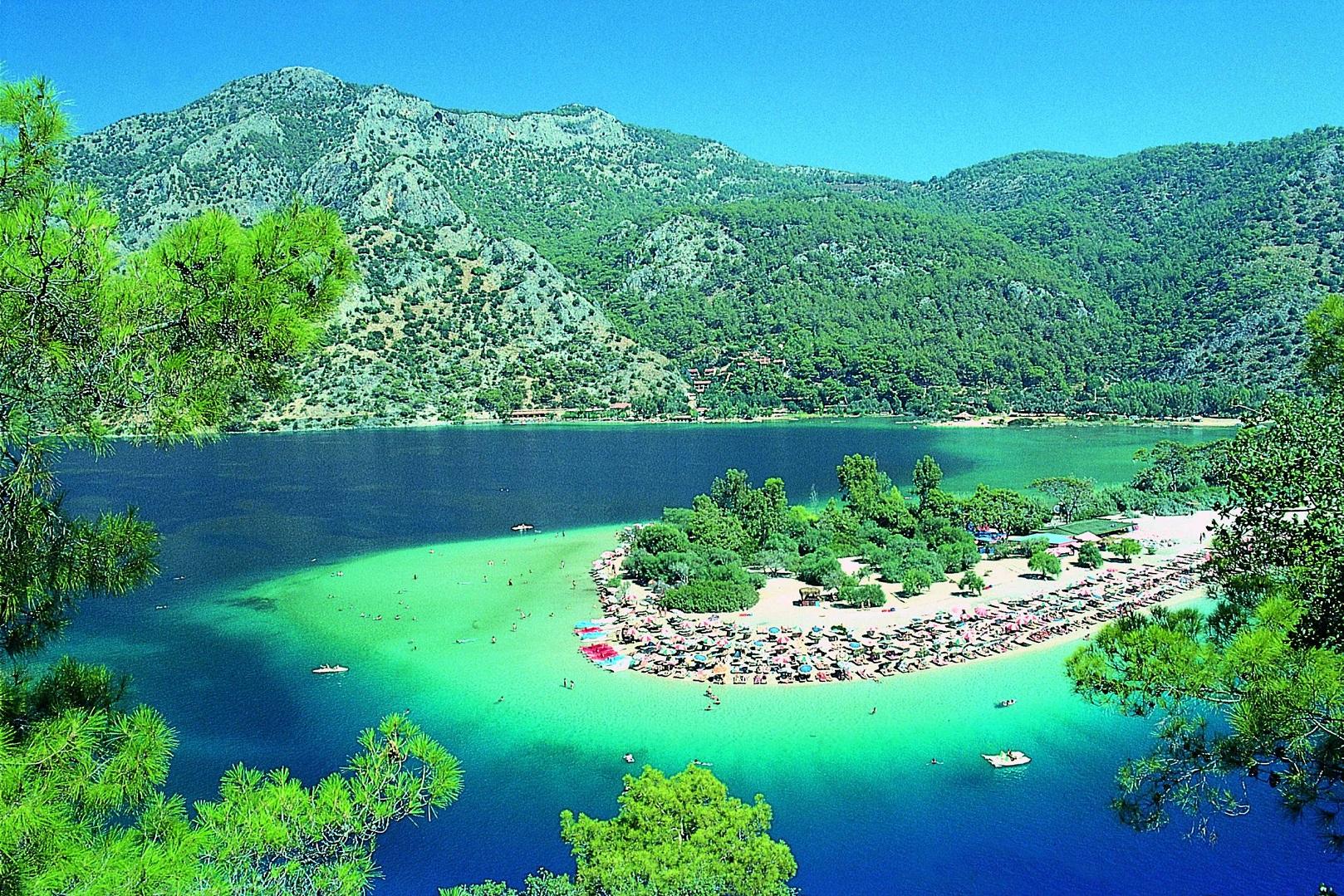 البحيرة الزرقاء أولودينيز تركيا