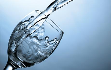 شرب ثمانية أكواب من المياه