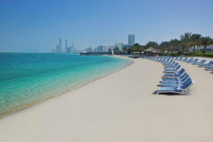 شاطئ الكورنيش في أبوظبي | المرسال