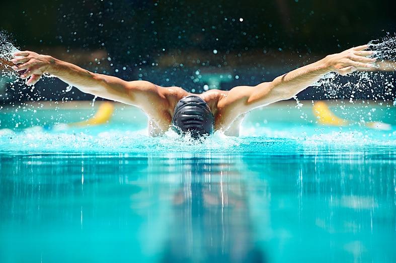 تفسير رؤية السباحة في المنام المرسال