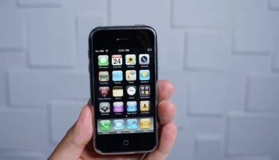 هاتف آيفون 8 يأتي بتصميم جديد وزجاج ثلاثي الأبعاد
