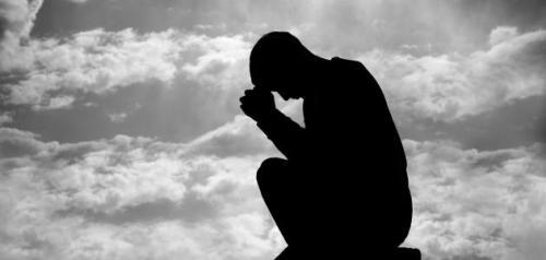 تفسير حلم الميت حزين في المنام