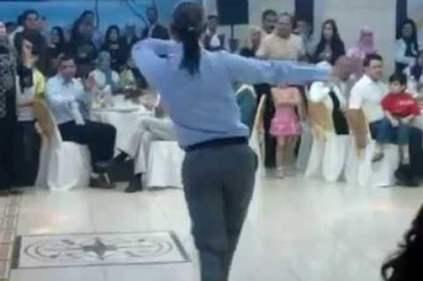 تفسير حلم شخص يرقص أمامي في المنام