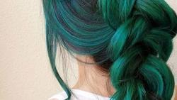 تفسير حلم صبغ الشعر الأخضر في المنام