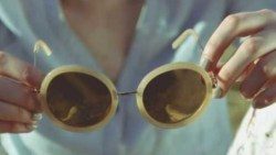 تفسير حلم اعطاء نظارة للميت في المنام