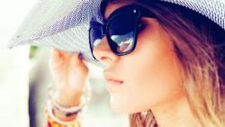 تفسير حلم ارتداء نظارة شمسية في المنام
