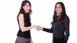 تفسير حلم مصافحة المرأة في المنام للمتزوجة