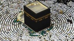 تفسير حلم الصلاة في مكة في المنام