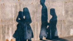 تفسير حلم المشي مع الميت في الليل في المنام للمتزوجة