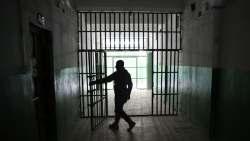 تفسير حلم خروج أحد الأقارب من السجن في المنام