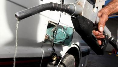 Photo of شح الوقود والنقود.. أزمات استعصت على الحلول