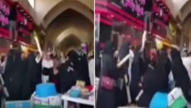 Photo of بالفيديو: مشاجرة بالأيدي بين سيدة وعشيقة زوجها بأحد المطاعم