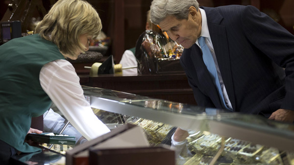 United States Secretary of State John Kerry speaks with a worker at Fassbender and Rausch chocolate store during an unscheduled stop in Berlin, Germany October 22, 2015.    REUTERS/Carlo Allegri