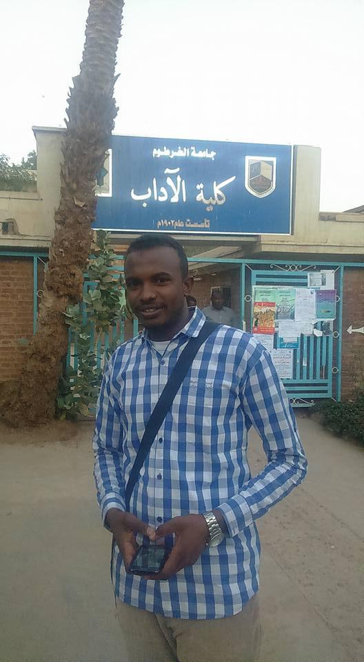 """تعرف علي قصة """"الكمساري"""" النابغة الحاصل علي مرتبة الشرف من جامعة الخرطوم"""