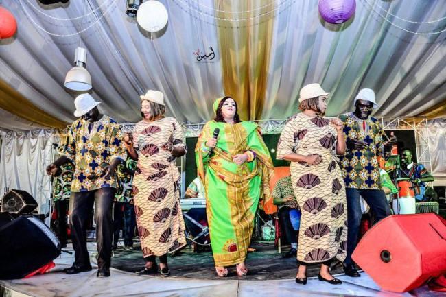 ندي القلعة تعانق جمهورها بعد غيبة بملابس أفريقية تثير الفضول