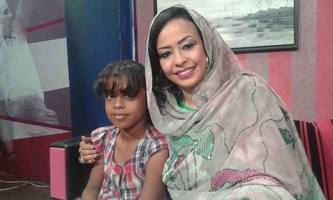 """الإعلامية د. سلمي فيصل تجذب أنظار متابعيها بصورتها مع طفلتها """"حلا"""""""