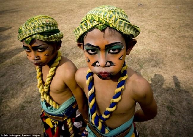 استخدامات المكياج للقبائل حول العالم