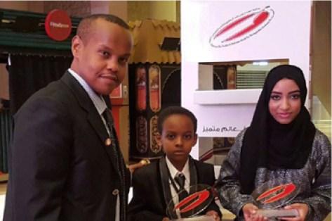 حاكم دبي يكرم طلاب سودانيين بجائزة التميز الطالبة تماضر والطالب عمر