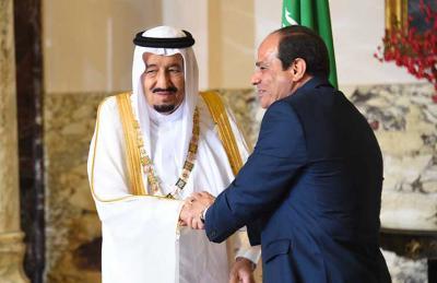 الملك السعودي سلمان بن عبد العزيز بالرئيس المصريّ عبد الفتاح السيسي